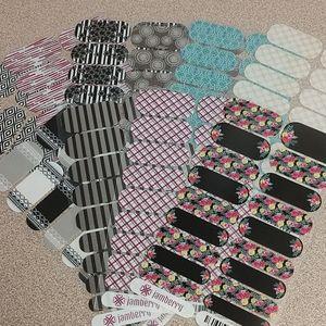Set of 10 Jamberry Nail Wraps.